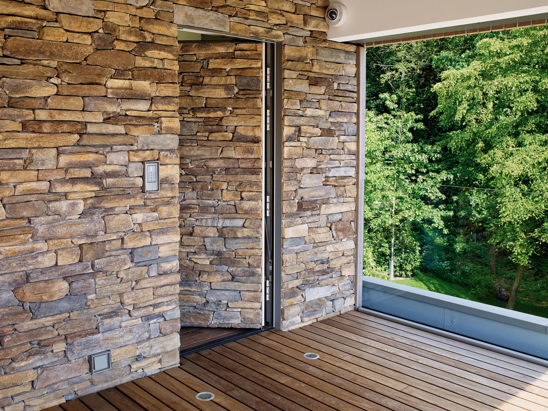 Realizzazioni in pietra ricostruita per interni ed esterni